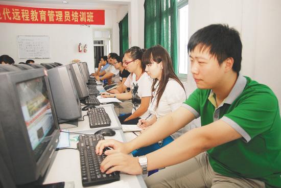 江苏海安引导大学生村官加盟远程教育